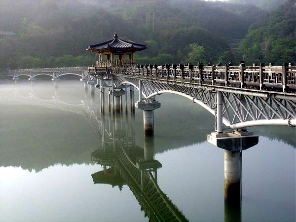 15 of the most spectacular and beautiful bridges in the world that inspire