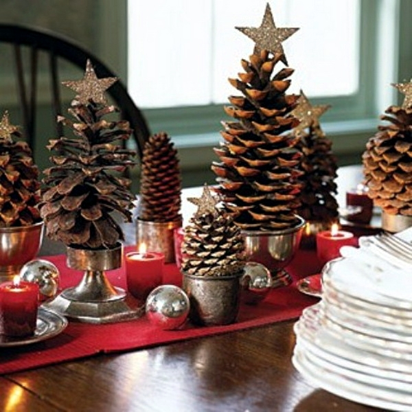 Organize large Christmas decoration with traditional decor items