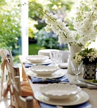 table-decoration-for-mother39s-day-models-and-colorful-flowers-as-the-main-theme-0-756