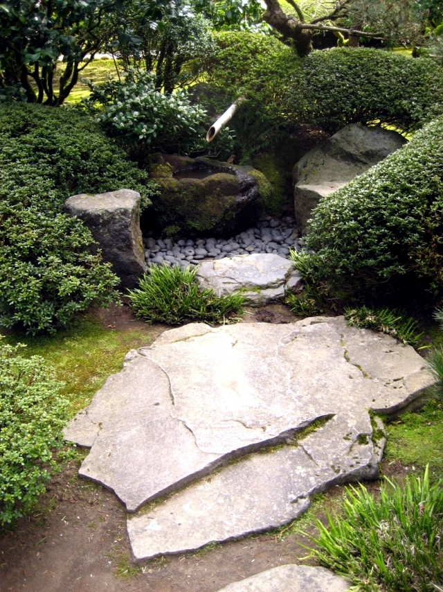 Garden stone fountain - 25 ideas for decorative fountains
