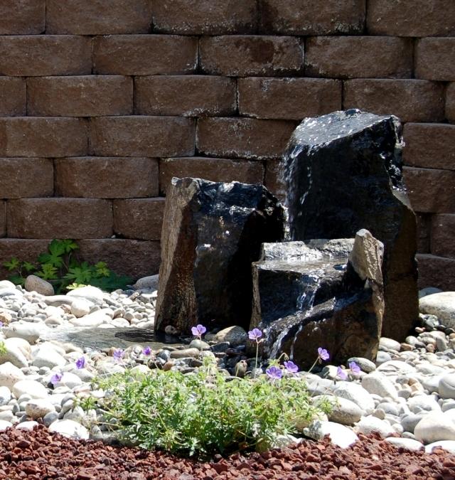 Garden stone fountain - 25 ideas for decorative fountains