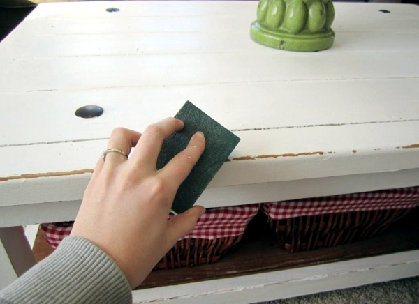 DIY vintage furniture - 3 Techniques to distressed