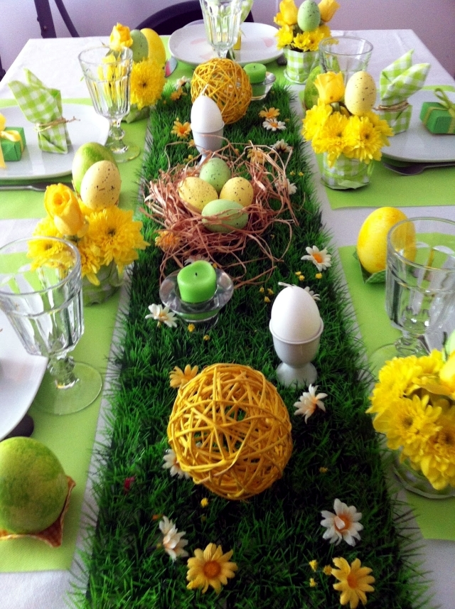 spring colors for the easter table decoration green and