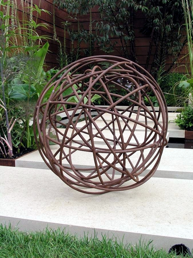 20 ideas for unusual garden sculptures to make your own