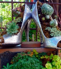 ideas-garden-with-ancient-treasures-and-home-decorative-items-for-flea-market-0-781