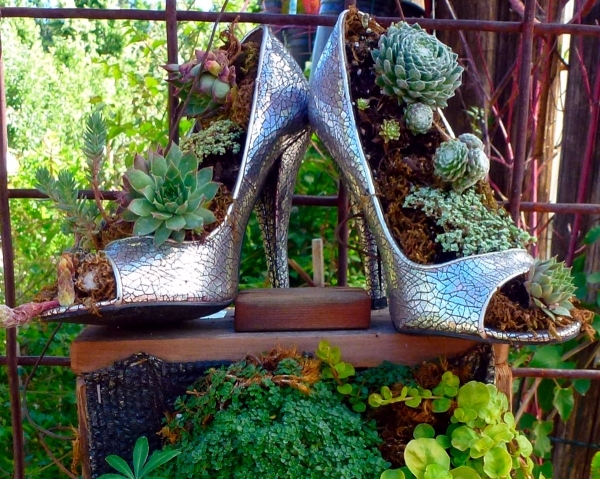 Ideas Garden With Ancient Treasures And Home Decorative