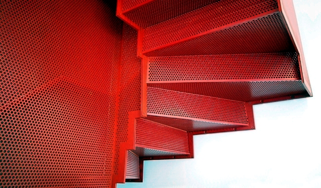 Floating staircase in bright red - and striking by Slide Design