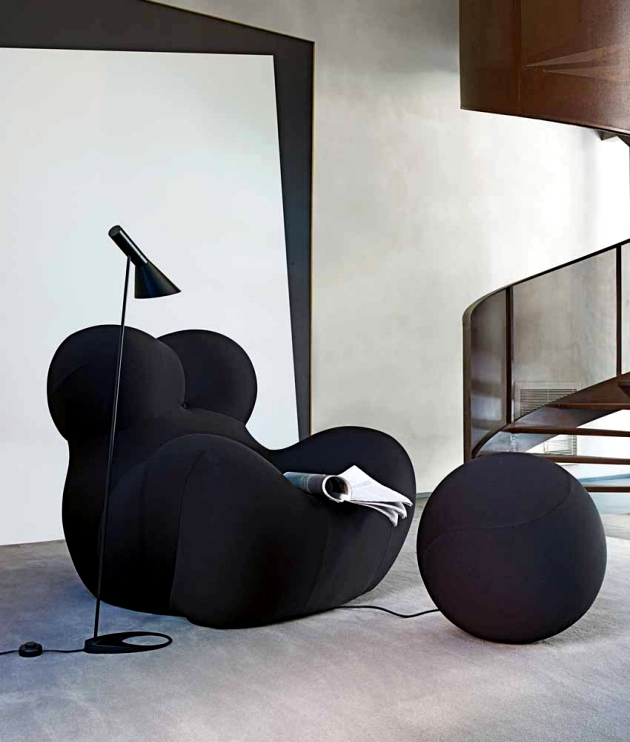 The iconic chair with ottoman for relaxing - UP5 B & B Italia