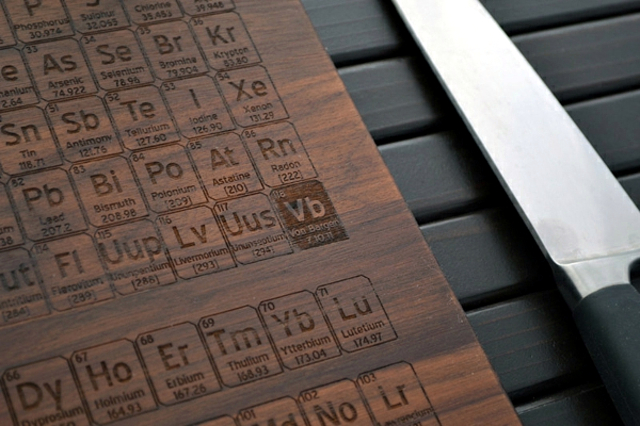Engraved wooden cutting board gives the whistle Kitchen