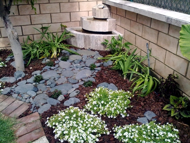 Design tips and ideas for small gardens what not to miss for Pictures of very small gardens