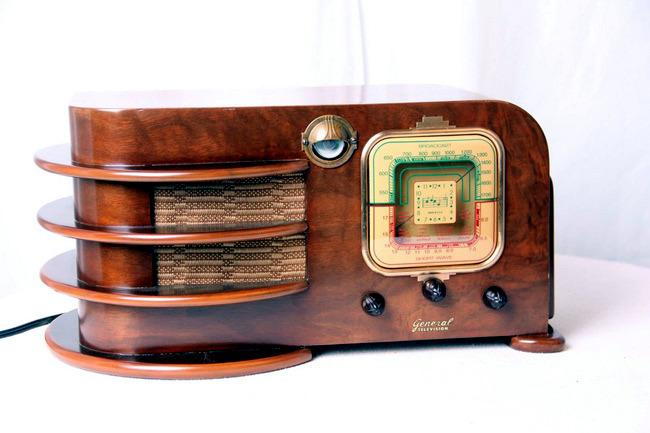 Vintage radio equipment Paul Sanders home accessory for retro gamers ...