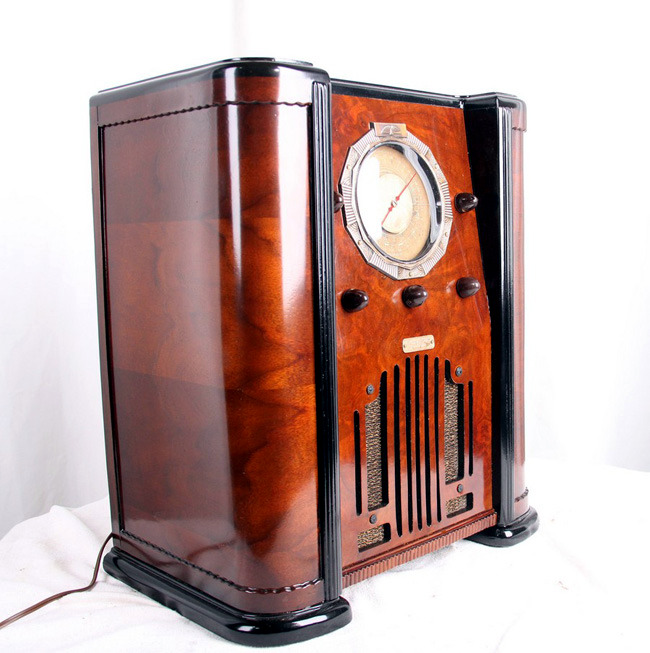 Vintage radio equipment Paul Sanders home accessory for retro gamers