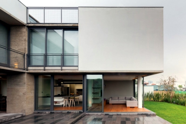 Modern L-shaped residential building - When merging indoor and outdoor