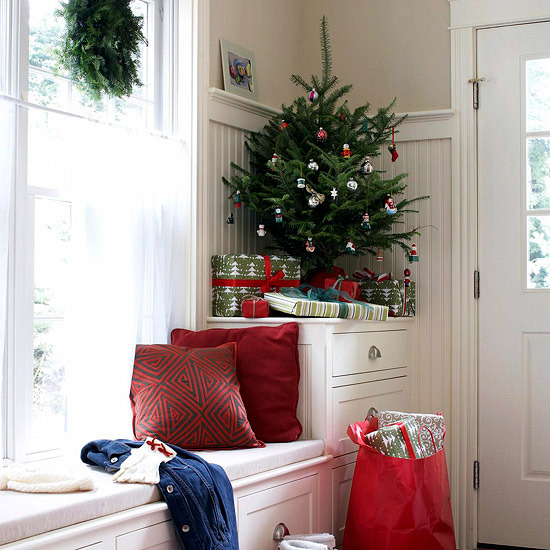 If you do not have a great apartment and a large, leafy decorated Christmas  tree is a dream for you. They fear that small corner can never look at  Christmas ...