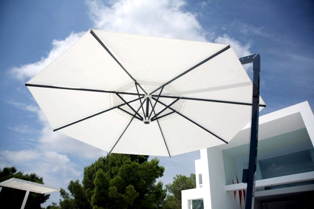 Umbrella in the garden - 20 drawings that improve the external environment