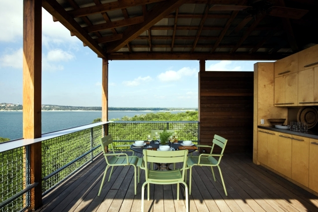 The wooden floor and balcony appearance and weather resistance