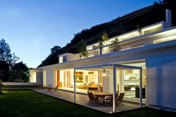 Modern bungalow in the mountains of Mexico by Agraz Arquitectos