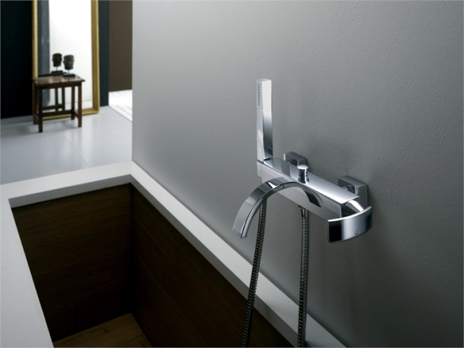 Shower heads and light rain with modern lighting by Gattoni