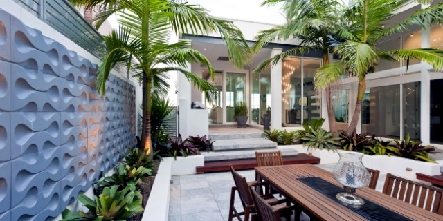 Designing exotic backyard of a house near the sea in Australia