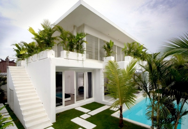 This Modern White House Can Captivate Anyone With A Beautiful Facade Decorated Tropical Plants All And Geometric Glossy Exterior