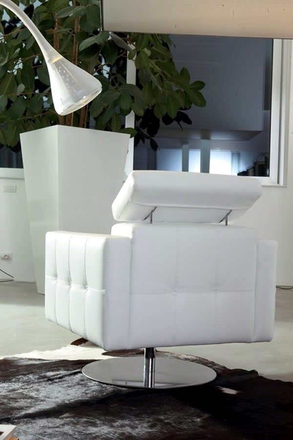 Design Italian armchairs inspired urban sophistication