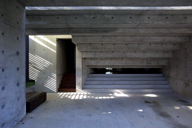 A modern concrete CHANG Architects