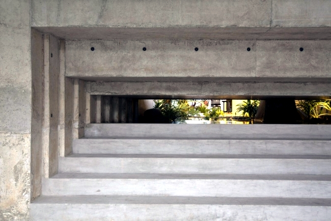 A modern concrete CHANG Architects