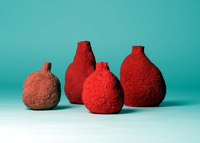 The originality of this decorative vase brings variety to your home