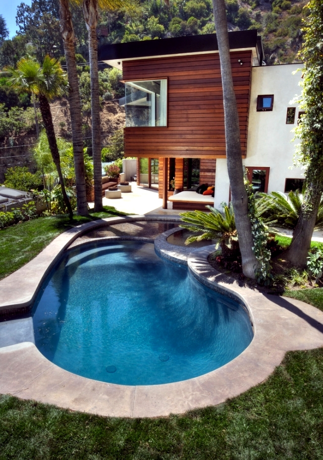 20 ideas for the garden pool give each house an atmosphere for Deep swimming pools for garden