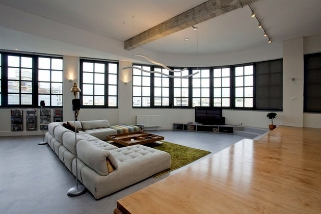 Bright and spacious loft in downtown