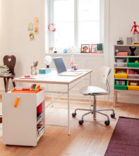 office-in-the-center-of-the-room-0-865