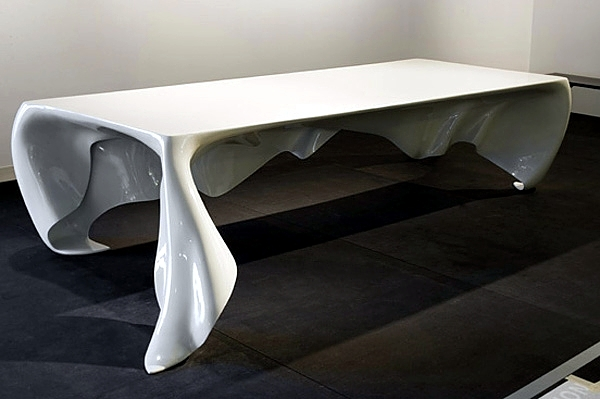 Table playful design in a very realistic appearance of the graft