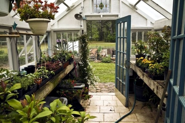 Accumulation greenhouse advice for home gardeners to for Home garden greenhouse design