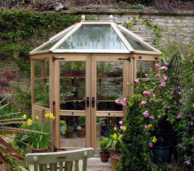 Build a greenhouse in the garden and create what to for Garden greenhouse design