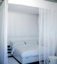 white-dream-room-under-the-canopy-0-877