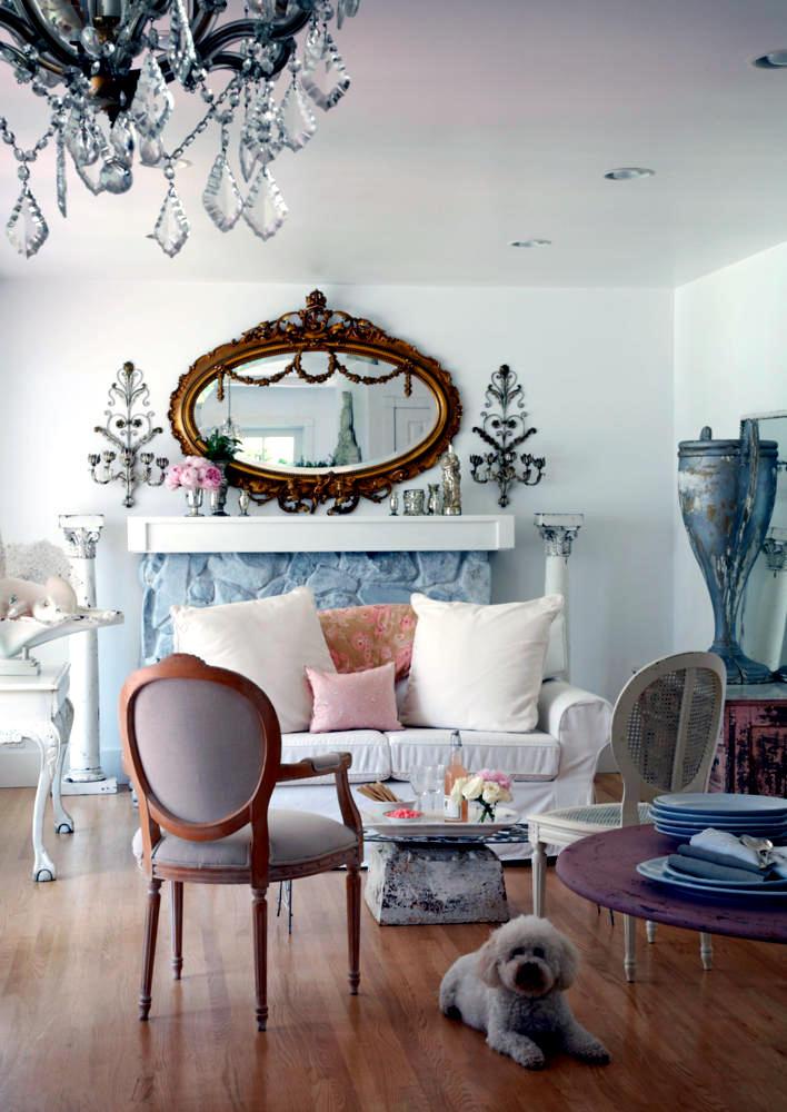 Barque Decor Living Room: Interior Design Ideas - Ofdesign