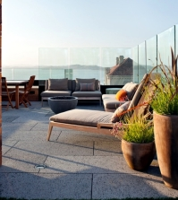 establish-a-windshield-garden-and-a-balcony-of-different-materials-0-880