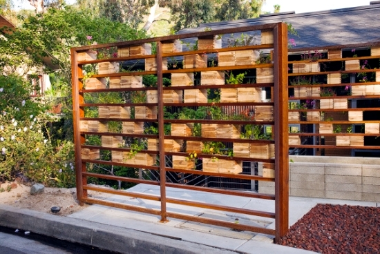 Establish a windshield garden and a balcony of different materials