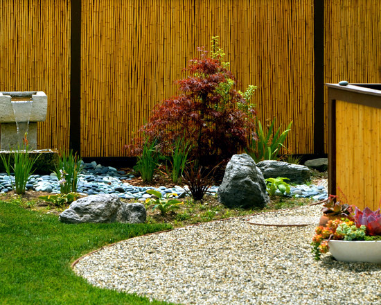34 ideas for privacy in the garden with a decorative for Decoration zen jardin