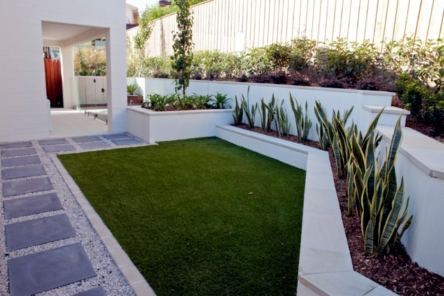 Grass mat for balcony and terrace - the advantages of artificial turf
