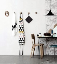 hangers-as-decorative-wall-decoration-0-893