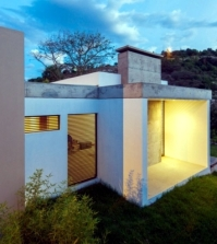 apartment-house-in-ecuador-combines-architecture-and-nature-0-895