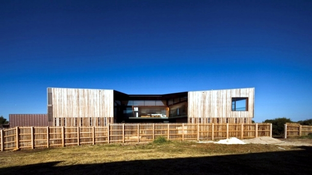 A house on the coast of Australia offers open and generous