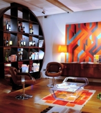 installation-in-retro-style-furniture-and-the-colors-of-the-60s-0-901