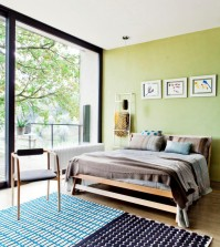 the-large-windows-in-the-bedroom-0-927