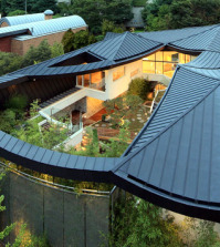 i-house-with-hipped-roof-roof-original-form-influenced-modern-architecture-0-928