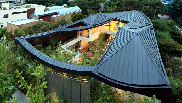 I House With Hipped Roof Roof Original Form Influenced Modern Architecture Interior Design Ideas Ofdesign