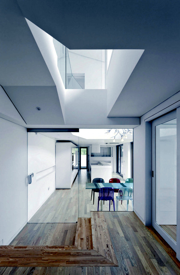 I house with hipped roof - roof original form influenced modern architecture