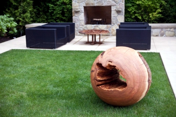 Modern Art offers exceptional decorating ideas with wooden statues