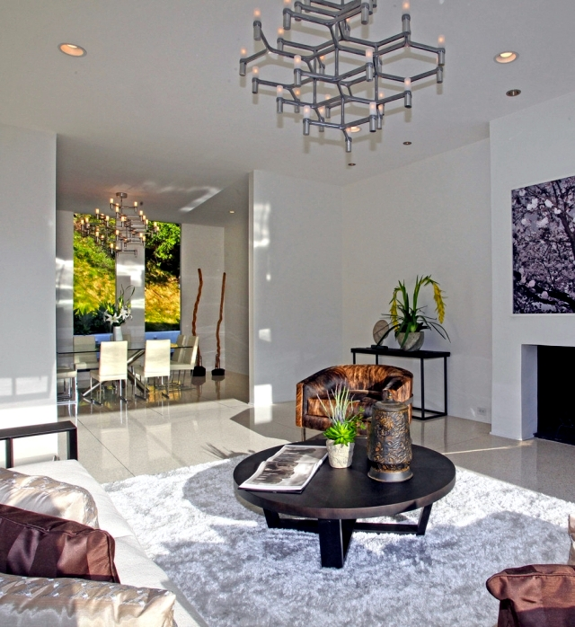 30 Modern Home Decor Ideas: Modern Chandelier Lights Up
